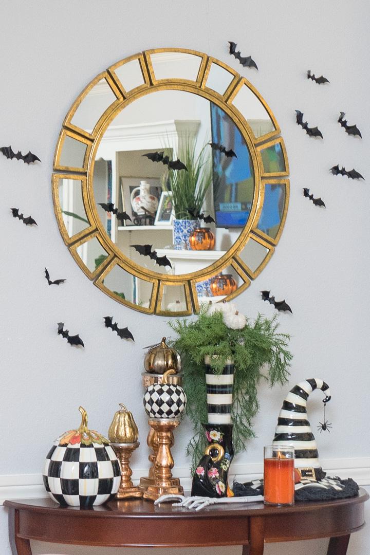 Spoo-Klassic Halloween Decor